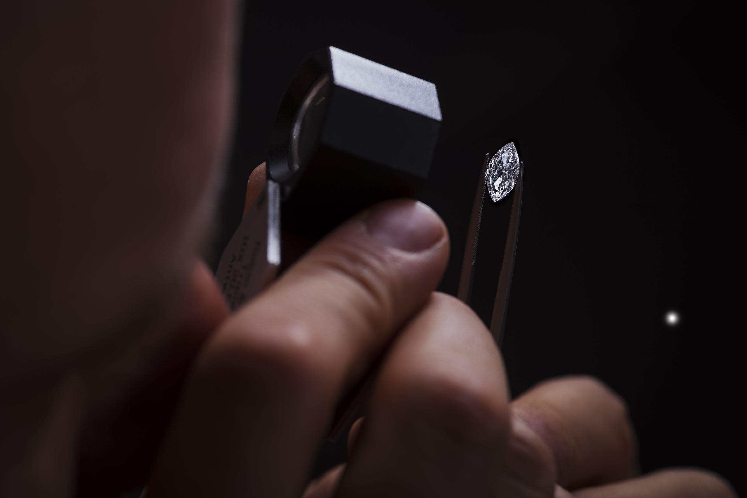 Anyagát tekintve 100%-ban ugyanolyan,<br> mint a természetes gyémánt